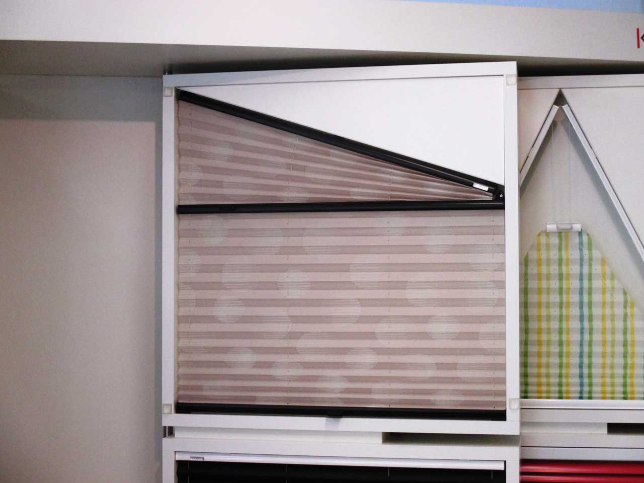 plissee sonderform hhe rechts kann auch die kleinere hhe sein with plissee sonderform. Black Bedroom Furniture Sets. Home Design Ideas